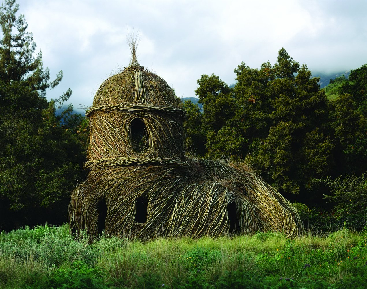 Genial Stickwork / Patrick Dougherty,Toad Hall; Photo © Nell Campbell, Courtesy Of  Santa
