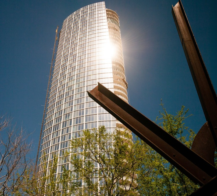 Search Ends for Solution to Museum Tower's Glare Problems at Nasher Sculpture Center, Photograph from 2012 showing the glare from the Museum Tower