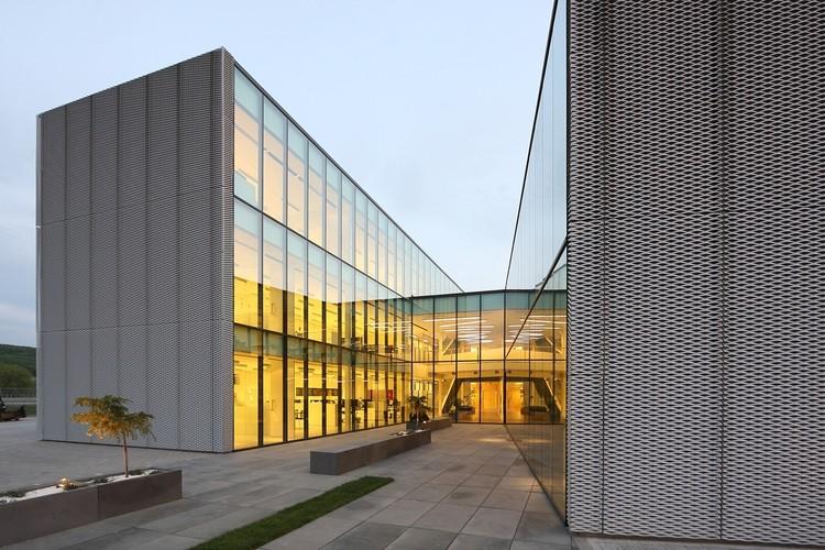 Phoenix Zeppelin Headquarters / Paulíny Hovorka Architekti + Stefan Moravcik architectural atelier , Courtesy of Paulíny Hovorka Architekti