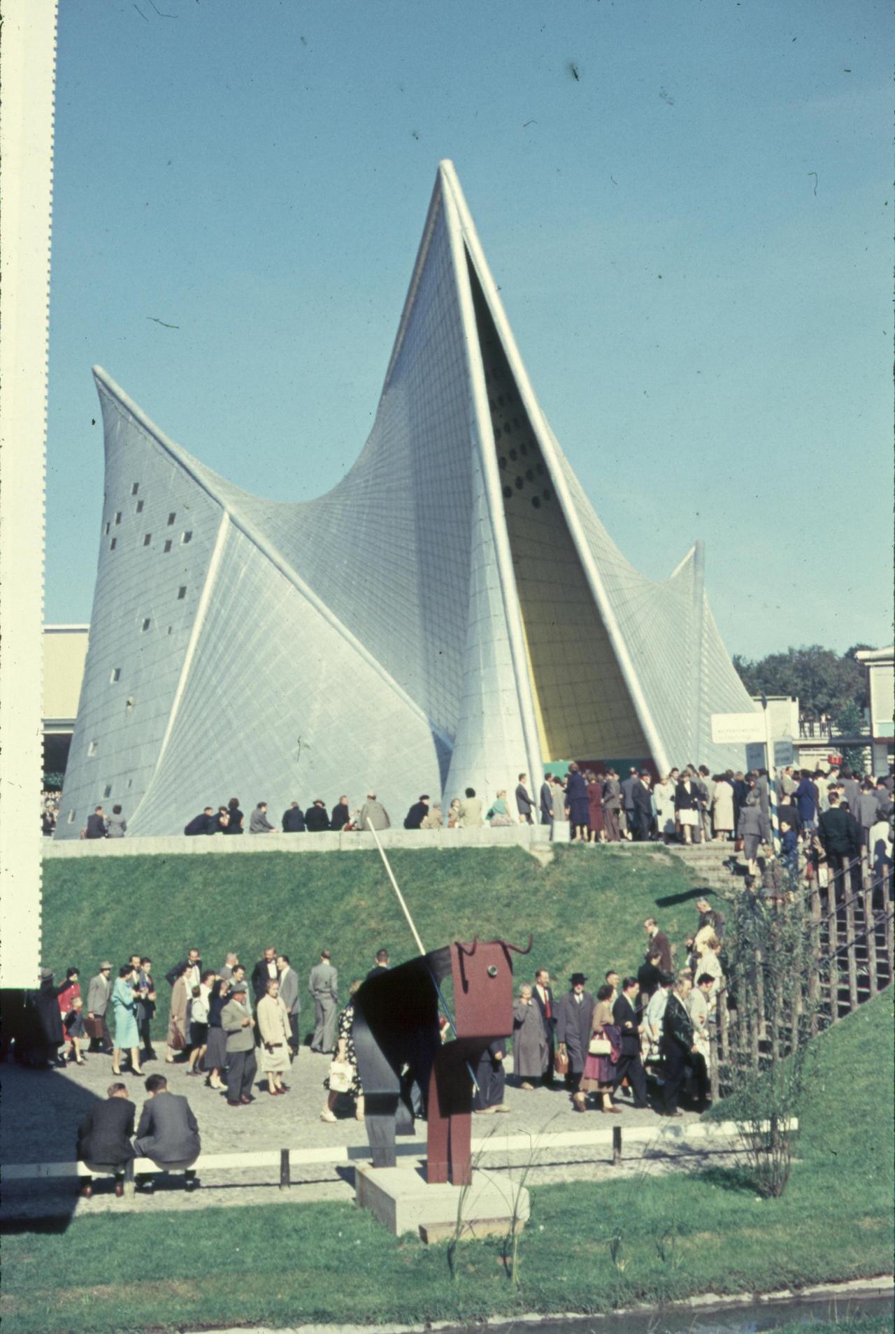 le corbusier philips pavilion brussels 1958 essay Pavillon philips, exposition internationale de 1958, brussels, belgium, 1958 pavillon philips, exposition internationale de 1958, brussels, belgium.