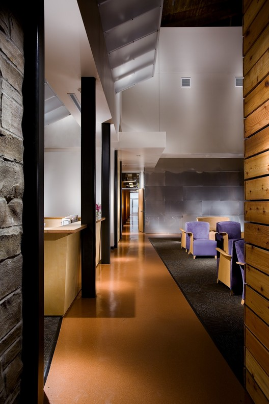 Woodbury dermatology clinic archimania archdaily for Dermatology clinic interior design