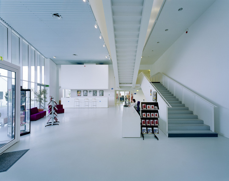 centro cultural pontault combault archi5 archdaily per. Black Bedroom Furniture Sets. Home Design Ideas