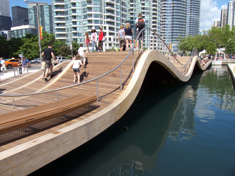 Toronto central waterfront west 8 and dtah archdaily for West 8 landscape architecture