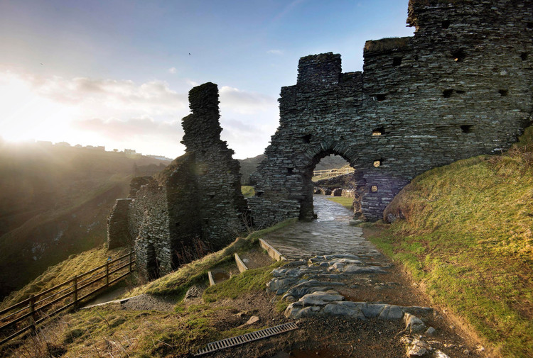 """Wilkinson Eyre Among 6 Teams Selected for """"Structurally Daring"""" Bridge at Tintagel Castle, Courtesy of English Heritage / Malcolm Reading"""