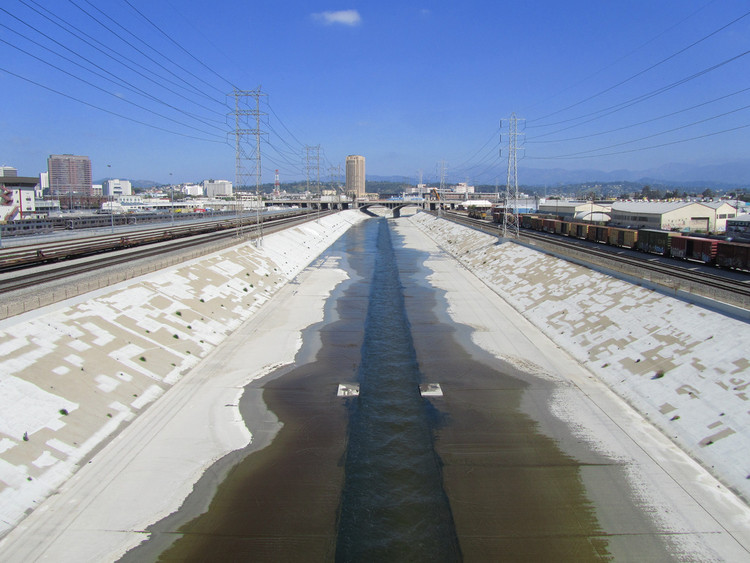 5 Reasons Frank Gehry Might be the Perfect Choice for the LA River Master Plan, The Los Angeles River. Image © Flickr CC user Tom Fassbender