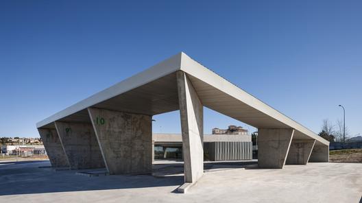 Estação de Ônibus em Trujillo  / Ismo Arquitectura