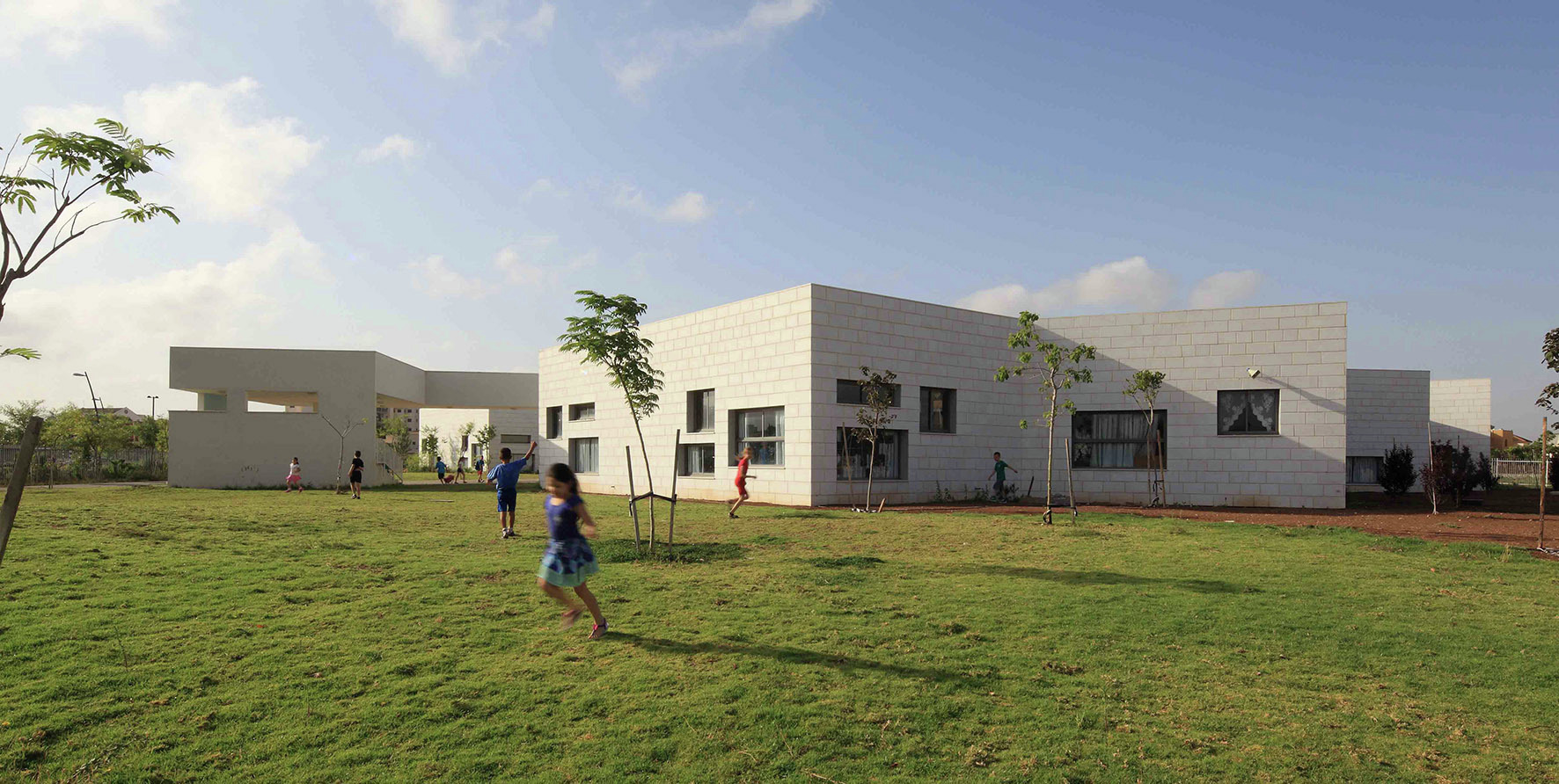Escuela Tidhar / Schwartz Besnosoff Architects