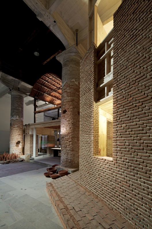 Venice Biennale 2012: Feel the Ground. Wall House: One to One / Anupama Kundoo, © Nico Saieh