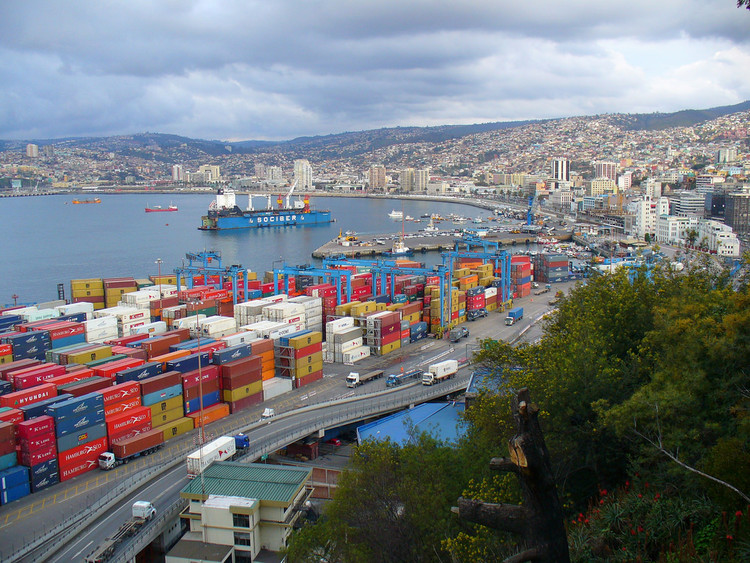 5 Strategies to Improve the Urban Appeal of Port Cities, Valparaíso, Chile. Image © Flickr CC user Yutaka Seki