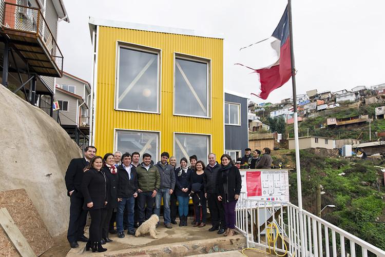 Inauguran Casa FENIX, vivienda sustentable costeada con subsidios para la reconstrucción de Valparaíso, Casa FENIX Huerta Carvajal. Image © Casafenix.cl