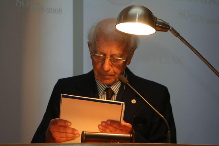 Entrega del Grado de Doctor Honoris Causa al Arquitecto Miguel Eyquem
