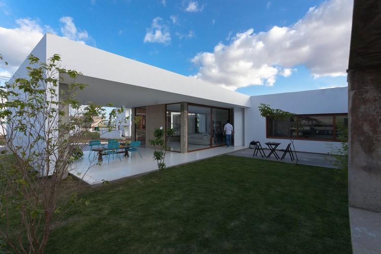 Casa Allouchie / Allouchie Arquitetos, © Antônio Preggo