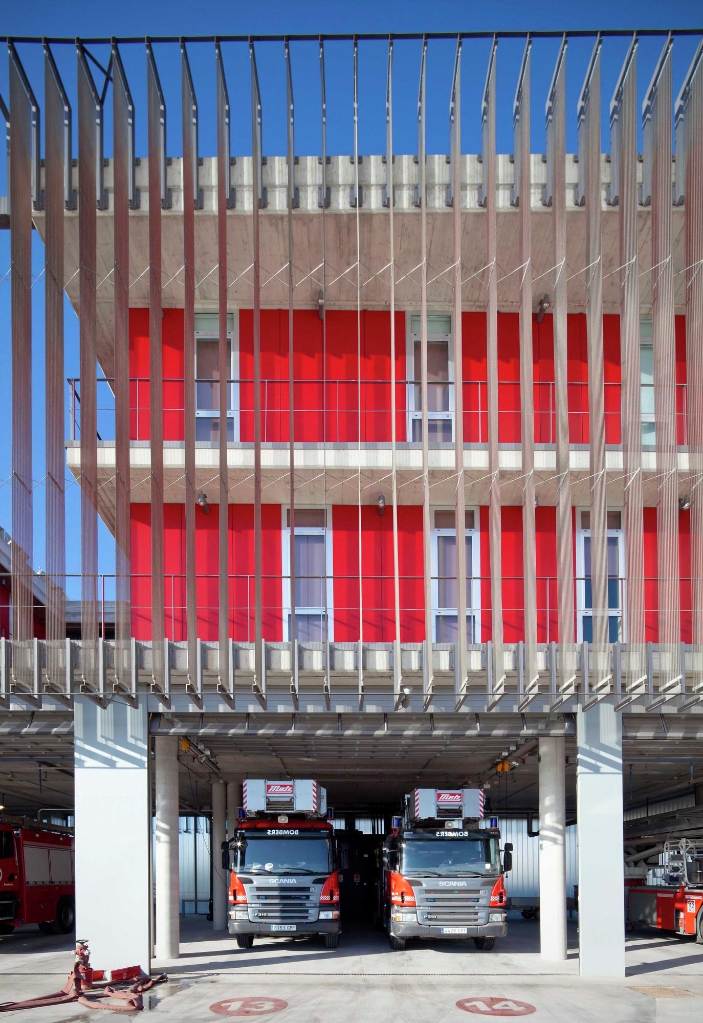 Gallery of firehouse of palma de mallorca jordi herrero arquitecto 3 - Arquitectos palma de mallorca ...