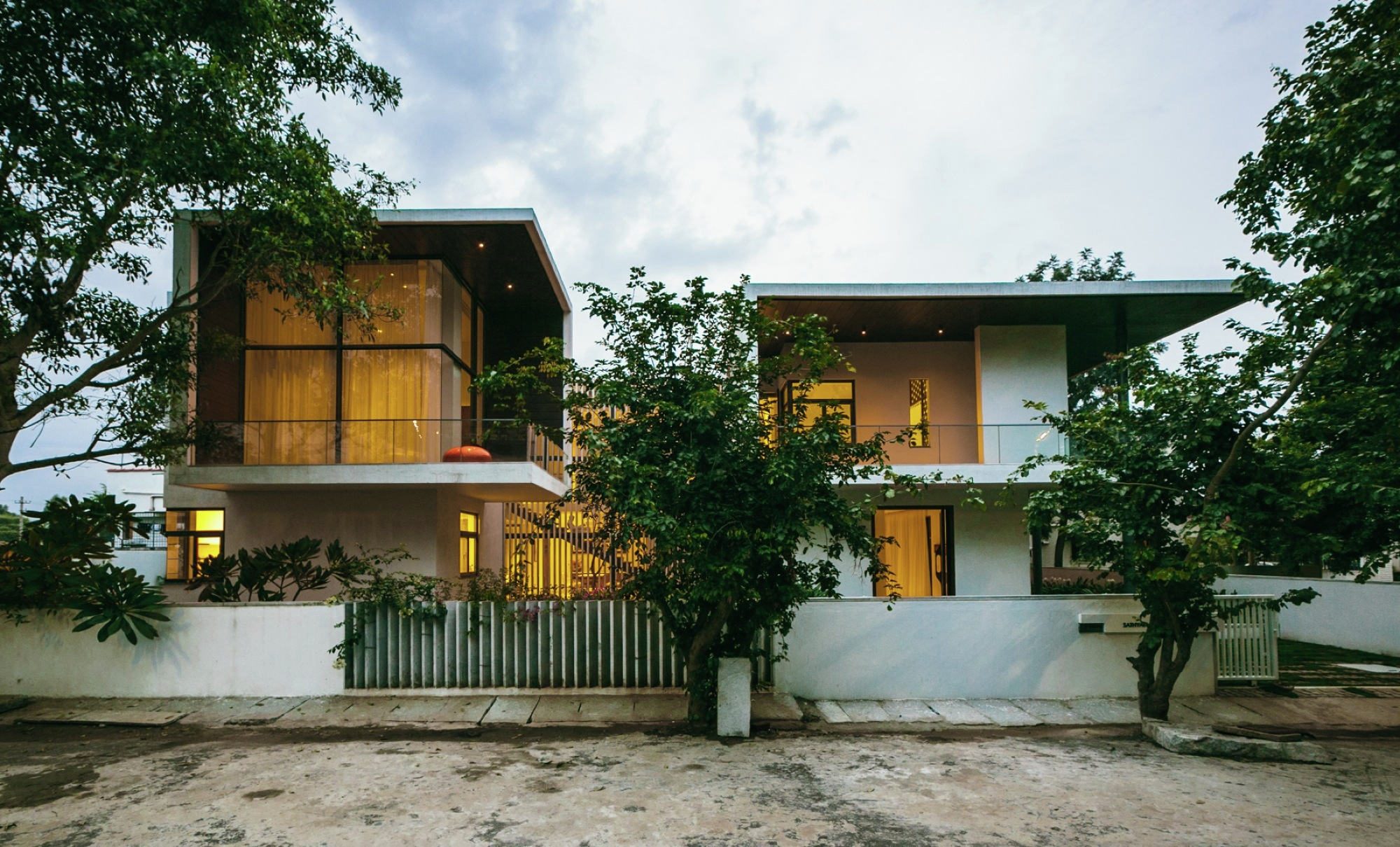 courtyard house / abin design studio | archdaily