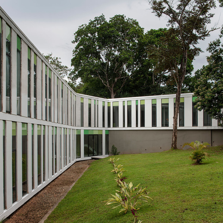 Venue for the Episcopal Conference of Panama  / Mallol&Mallol  Arquitectos, © Fernando Alda