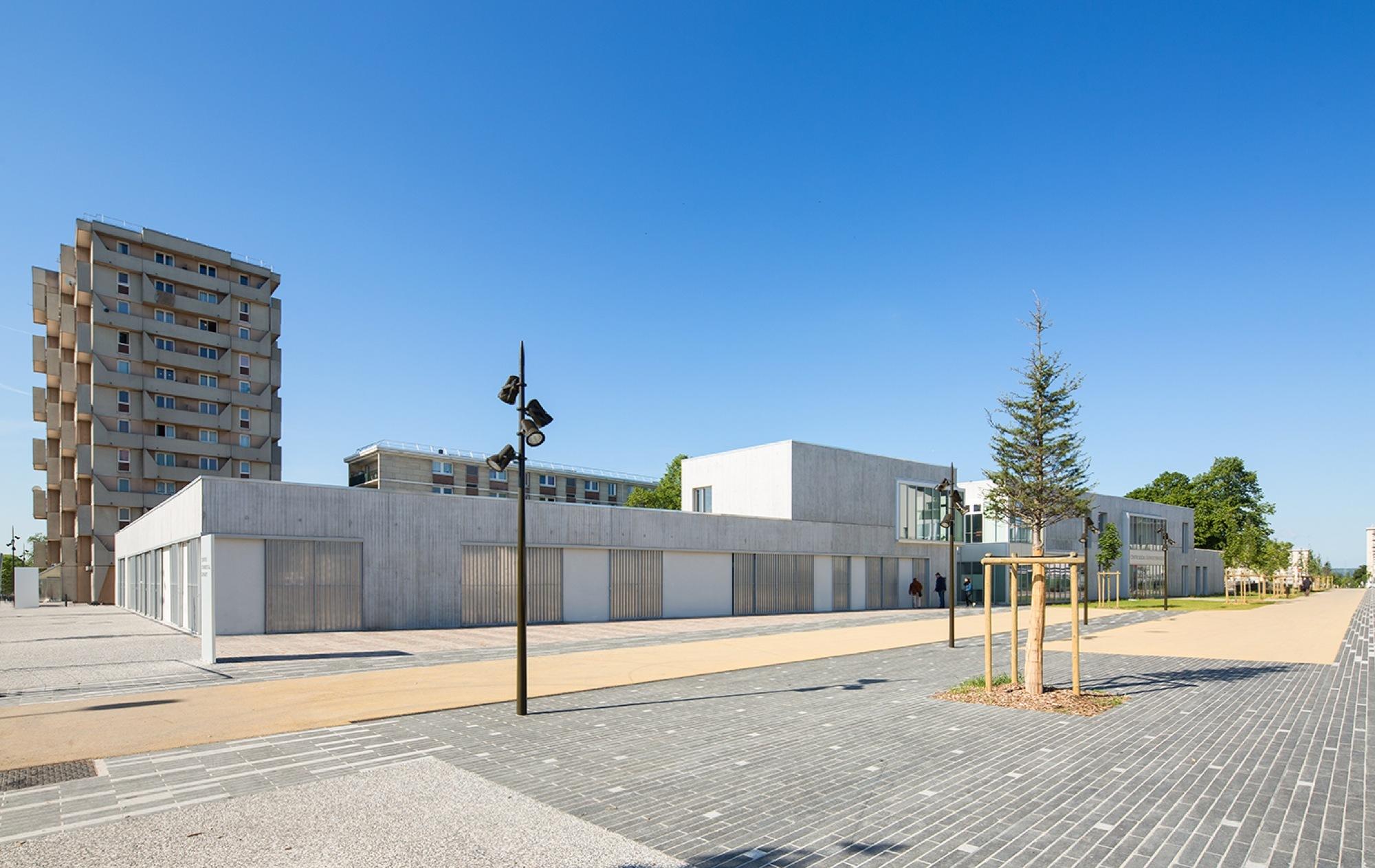 Galeria De Reforma Do Centro Social Em Creil Nomade