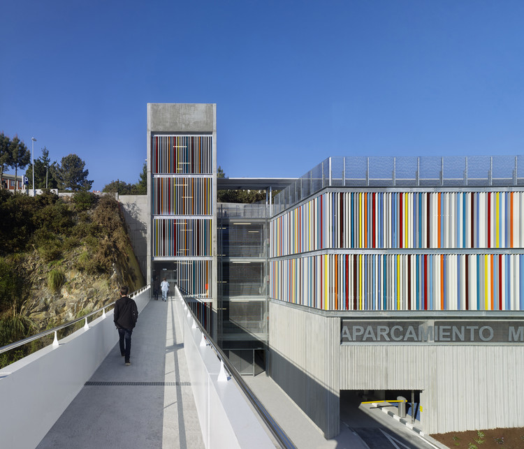 Maternity and Oncologic Parking / Díaz y Díaz Arquitectos +