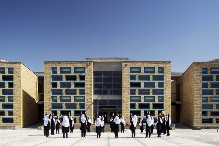 Escuela de Niñas Gohar Khatoon / Robert Hull + University of Washington, © Nic Lehoux