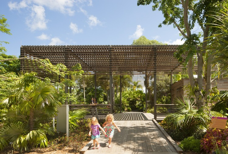 Naples Botanical Garden Visitor Center / Lake|Flato Architects, © Lara Swimmer
