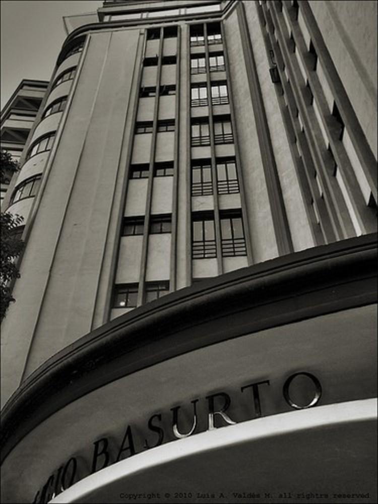 Clásicos de Arquitectura: Edificio Basurto / Francisco J. Serrano