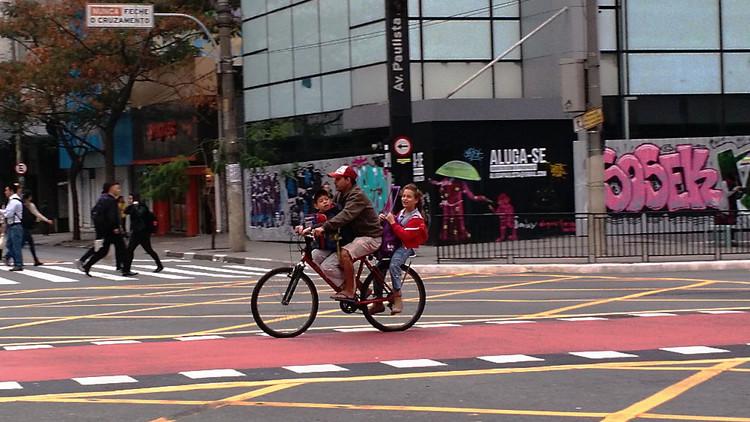 Sinais de mudança nos padrões de mobilidade de São Paulo / Raquel Rolnik , Foto: Helton Rodrigo Barbosa/Ciclocidade. Via Blog da Raquel Rolnik