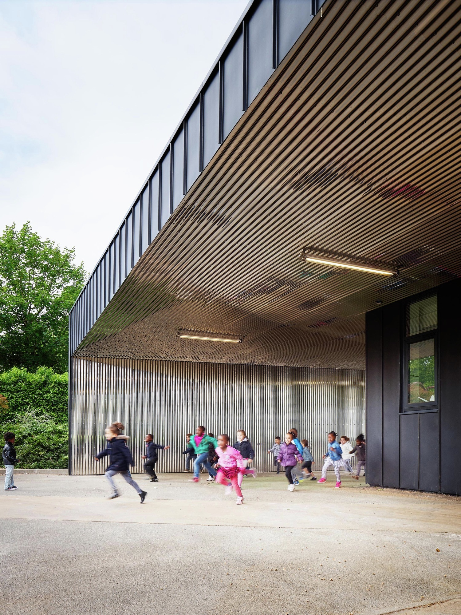 architecture nursery extension ville france graal buildings mantes archdaily education foessel david kindergarten educational schools projects arch metal courtesy centre
