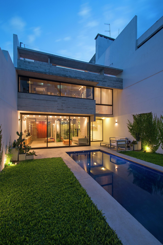 Galeria de 2 casas conesa bak arquitectos 3 for Decoracion de casas pequenas y modernas fotos