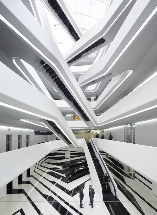 Edificio de oficinas dominion zaha hadid architects for Edificio oficinas arquitectura