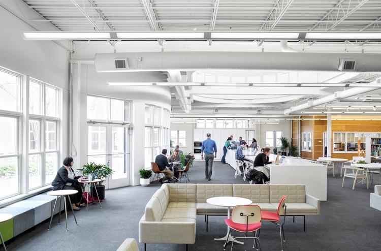 """Herman Miller y su sistema """"Living Office"""": la evolución de los entornos de trabajo, Design Yard - Herman Miller, en Michigan. Divulgación. Image vía Herman Miller"""