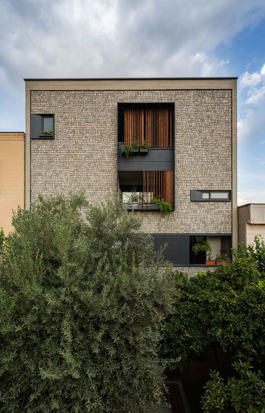 Edifício Residencial 144 / Ali Sodagaran + Nazanin Kazerounian, © Parham Taghioff