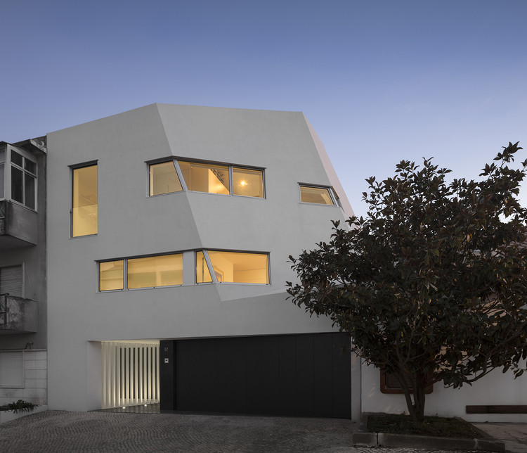 Dos Casas en Dafundo / RVdM Arquitectos, © Fernando Guerra | FG+SG