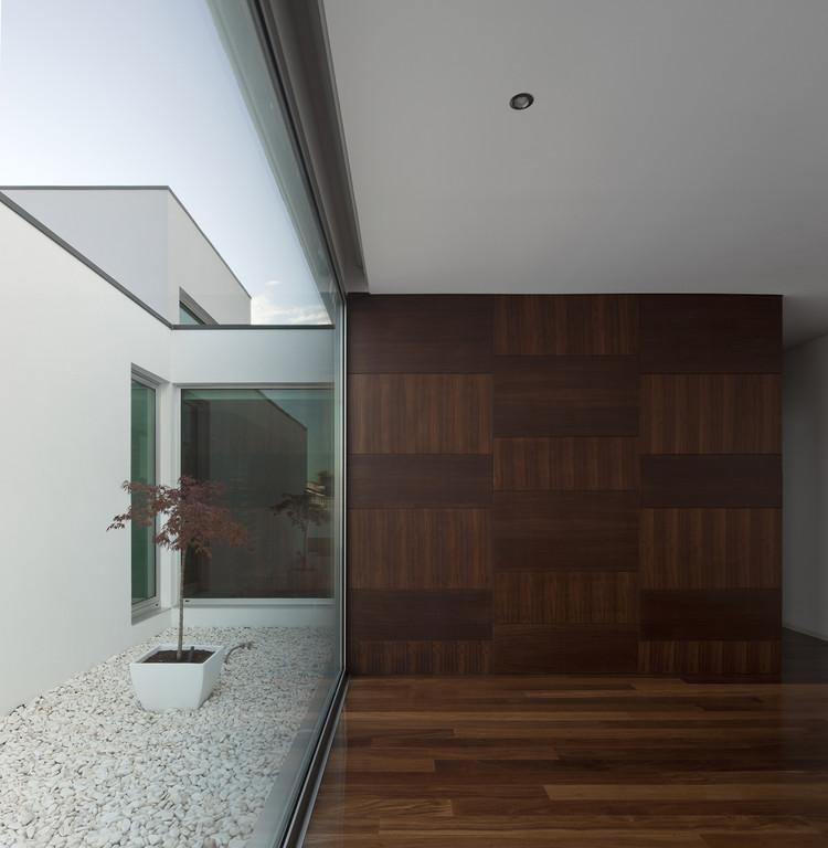 Aradas house rvdm arquitecto archdaily for Minimal space