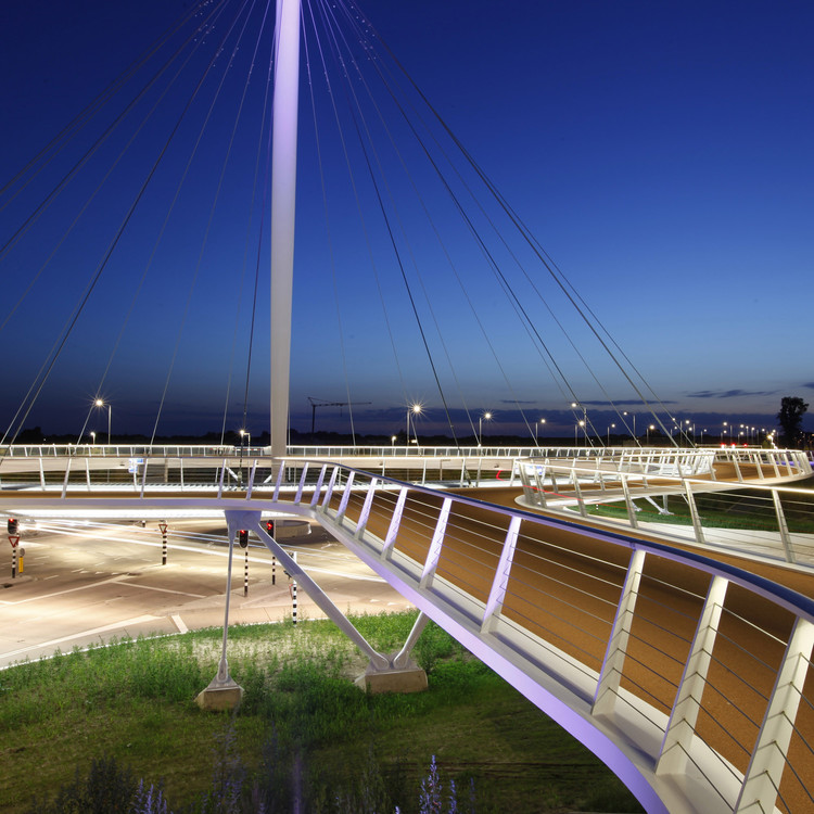 WIRED Looks at 8 Cities of the Future, Hovenring, Circular Cycle Bridge / ipv Delft. Image Courtesy of ipv Delft