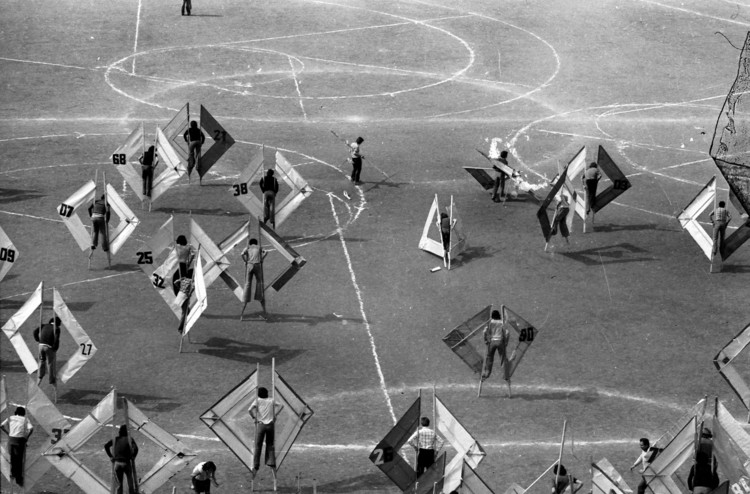 "Radical Pedagogies: School and Institute of Architecture of Valparaíso (1952-1972), Tournaments in the Course ""Culture of the Body,"" 1975. Courtesy of Archivo Histórico Jose Vial"