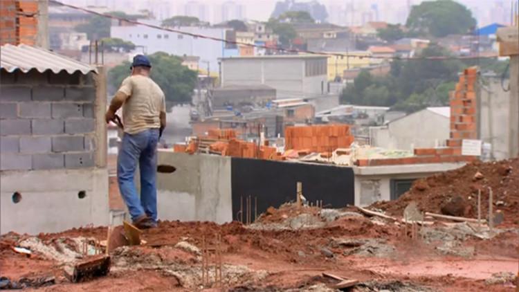 85% dos brasileiros constroem sem o auxílio de arquitetos ou engenheiros, via Screenshot da reportagem