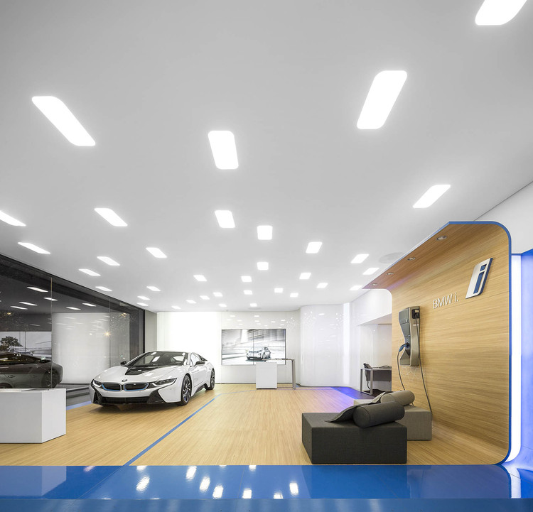 BMW i City Sales Outlet / Atelier Central Arquitectos, © Fernando Guerra | FG+SG