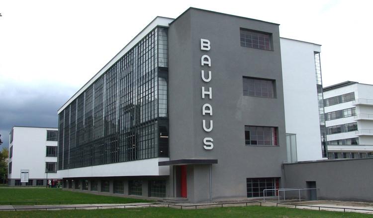 Charla Das Bauhaus Ist... por Danny Lobos, Wikipedia