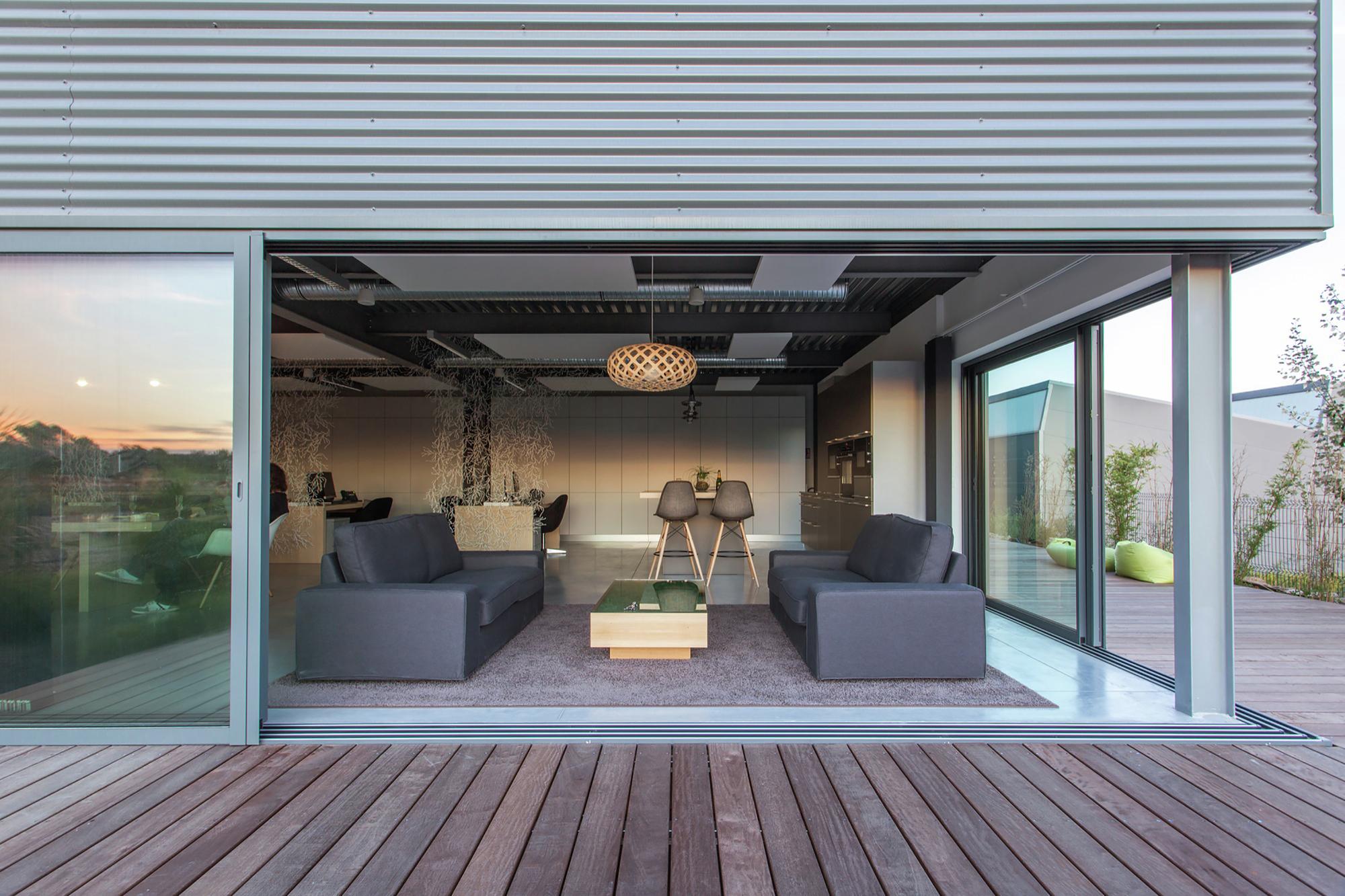 gallery of siege social de meamea brengues le pavec architectes 13. Black Bedroom Furniture Sets. Home Design Ideas