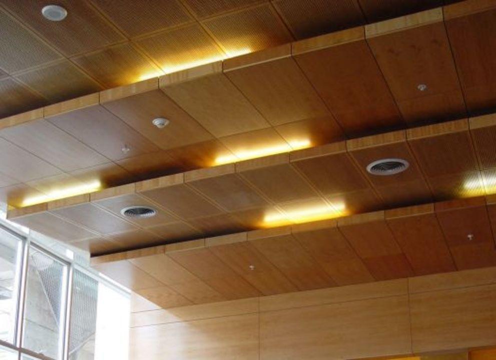 Galer a de materiales especificaci n de plafones falsos 5 for Plafones de pared para escaleras