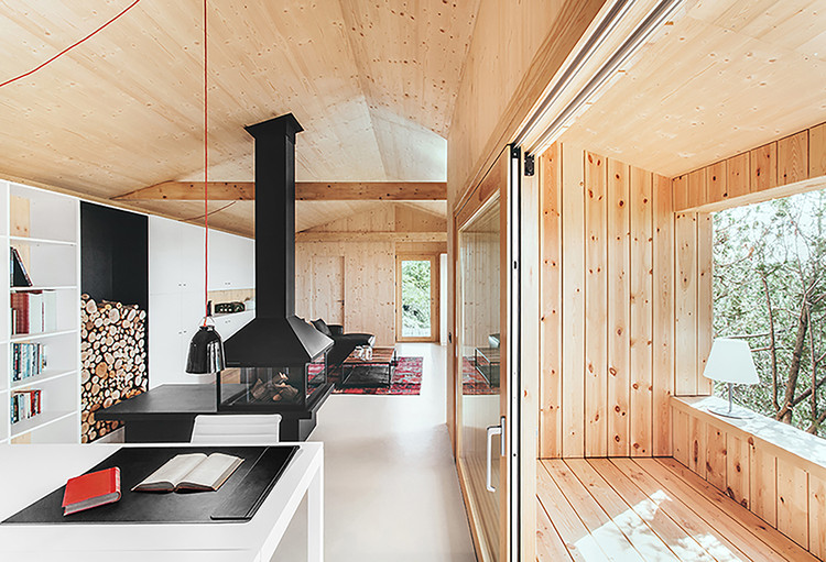 Casa estudio de madera  / Dom Arquitectura , © Jordi Anguera