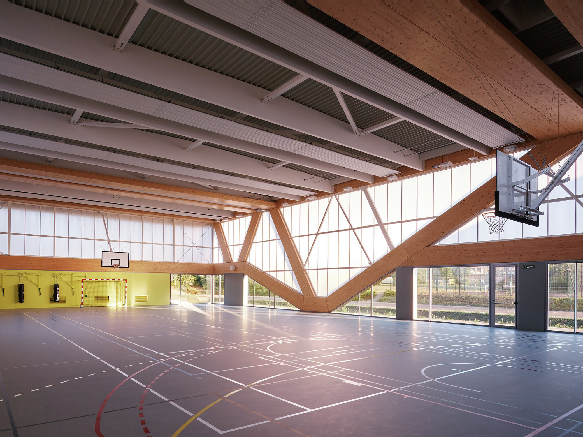 Nathalie mauclair gymnasium schemaa archdaily for Schule design
