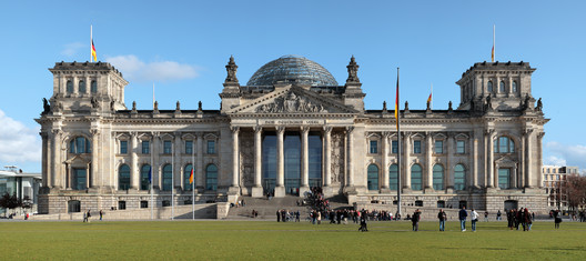 AD Classics: New German Parliament, Reichstag / Foster + Partners