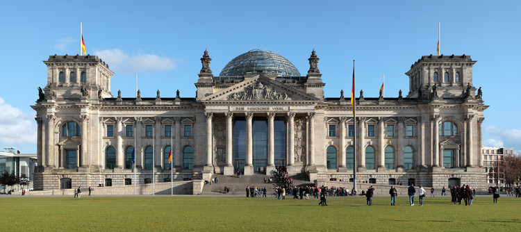 AD Classics: New German Parliament, Reichstag / Foster + Partners, Courtesy of Matthew Field, licensed under GFDL 1.2 via Commons