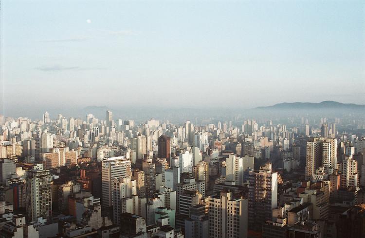 Edifícios sustentáveis de SP terão desconto no IPTU, São Paulo vista de cima. Image © Andre Deak, via Flickr. CC