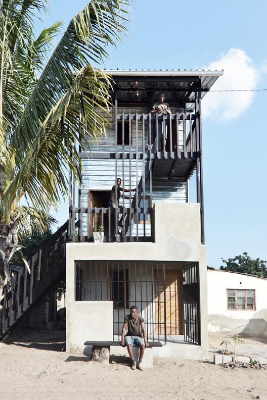 Royal Danish Academy crea prototipos de viviendas a bajo costo en Mozambique, © Johan Mottelson