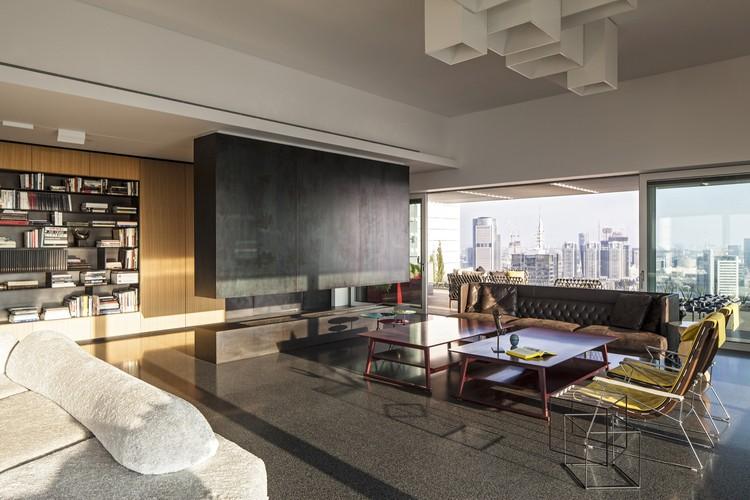Colección de arte en un Penthouse / Pitsou Kedem Architects, © Amit Geron