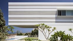 House on the Sea / Pitsou Kedem Architects