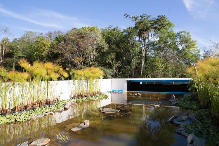 O LAGO E O PERISCÓPIO. Portaria de Condomínio / Pedro Barata e Arquitetos Associados, © Joana França