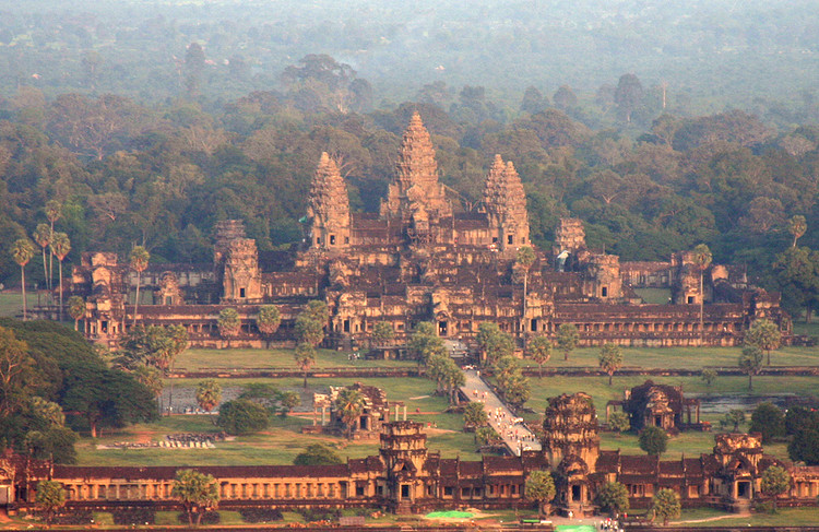 AD Classics: Angkor Wat, © flickr user: chrisjunker, licensed under CC BY-NC-ND 2.0