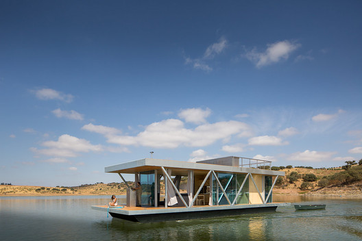 Floating House / Friday SA